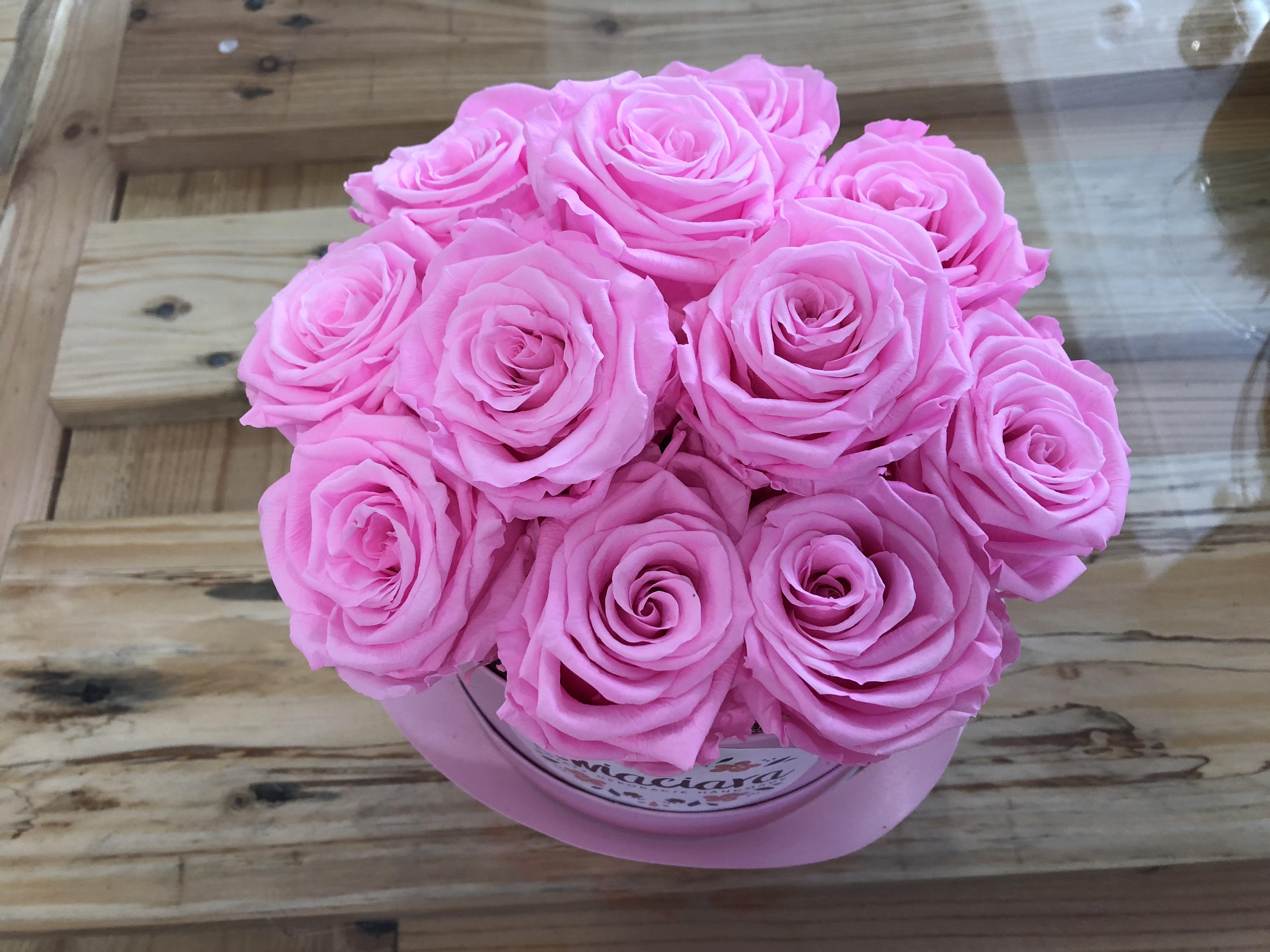 Wieczne róże – wszystko, co powinniście wiedzieć o tym florystycznym wynalazku